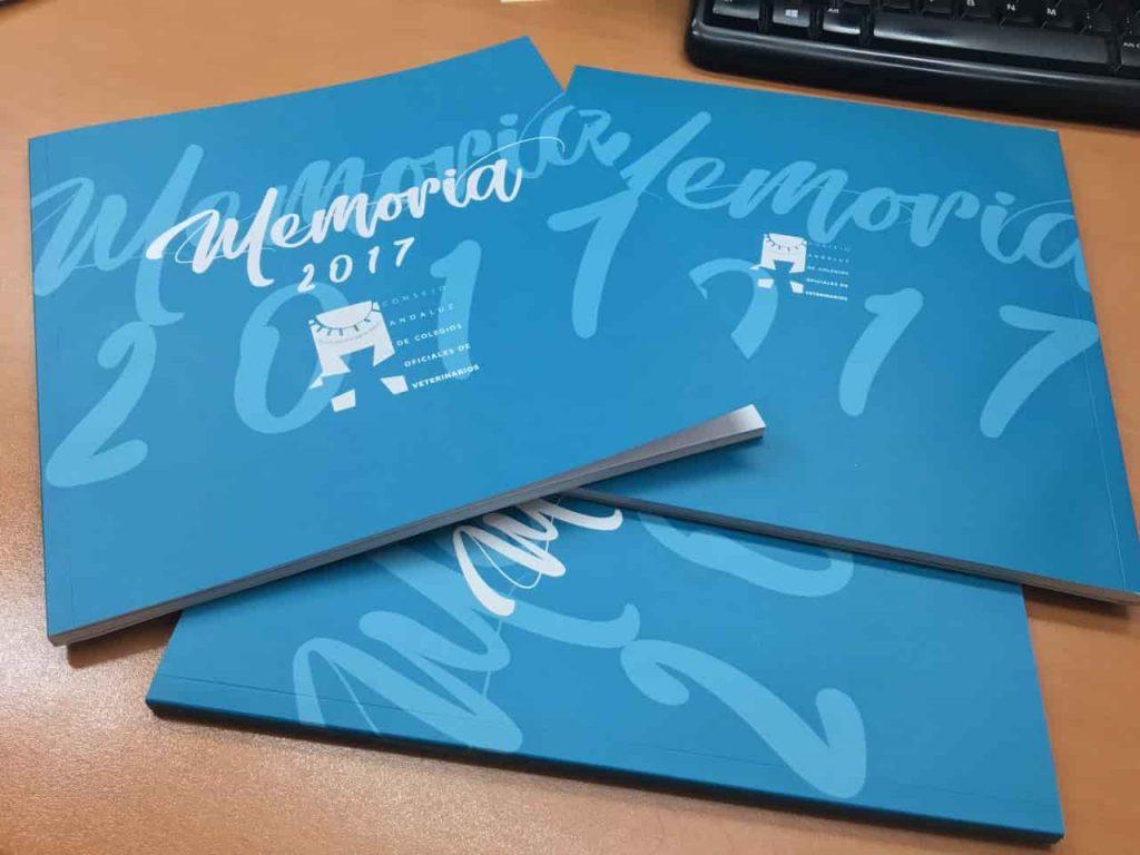 Detalle de la portada de la memoria anual del Consejo Andaluz de Veterinarios